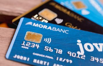 How to save on your purchases with MoraBanc cards?