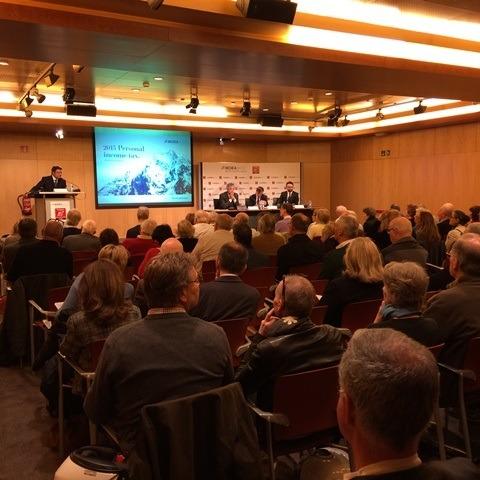 Ple total a la conferència sobre l'IRPF organitzada per MoraBanc per als residents internacionals